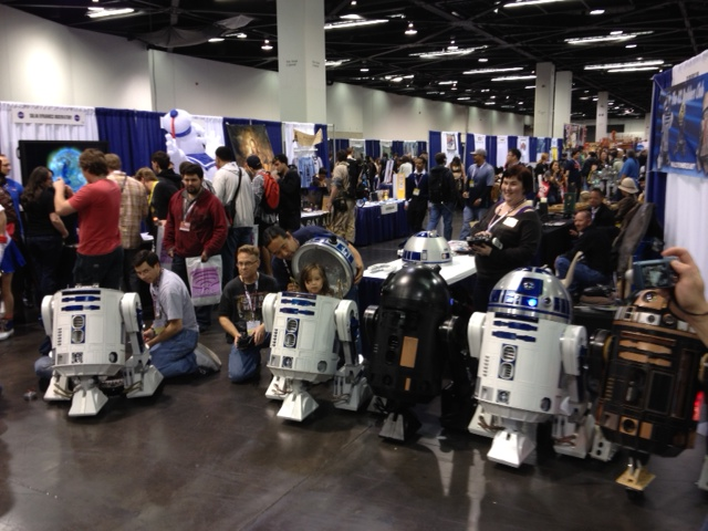 A flock of R2 units at Wondercon